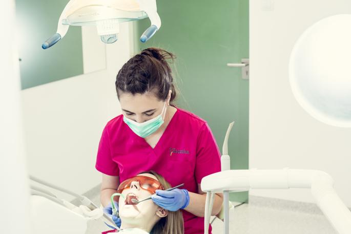 Higienizacja zębów w Estetika